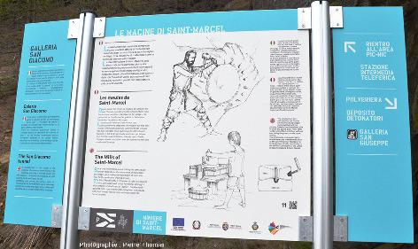 Panneau installé sur le Parcours Découverte du géosite minier de Saint-Marcel et Servette, expliquant l'origine de ces meules