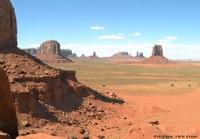 Monument Valley: grès et argiles, diaclases, érosion, mésas et buttes témoins, anciens volcans…