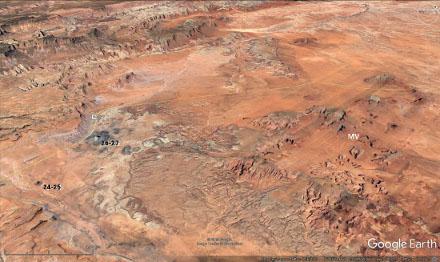 Vue aérienne localisant Monument Valley (MV) et les deux necks visibles depuis la route 163 et repérés par le numéro des figures correspondantes