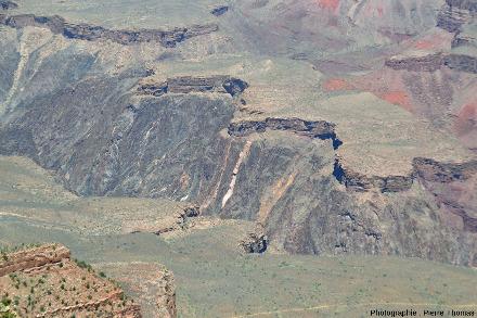 La discordance Cambrien / Vishnu Schists et granites du Protérozoïque inférieur, Grand Canyon du Colorado, Arizona (USA)