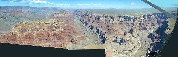Mosaïque de vues aériennes du Grand Canyon du Colorado prises en direction du Nord (vers l'amont) depuis un point situé juste en aval du confluent Colorado / Petit Colorado (point 12 de la figure 2)