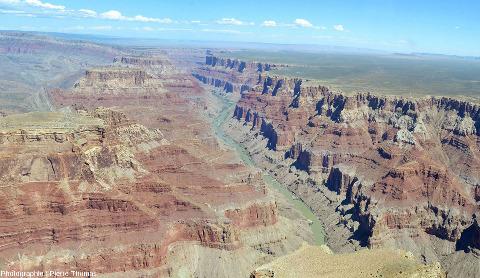 Détail de la rive Est (rive gauche) du canyon du Colorado à l'Est de la flexure due au Butte Fault System, Arizona (USA)