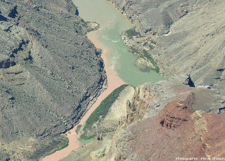 Détail du confluent Colorado / Petit Colorado vu depuis l'amont du confluent, au-dessus du canyon du Petit Colorado, Arizona (USA)