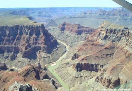 Le confluent Colorado / Petit Colorado vu depuis l'amont du confluent, au-dessus du lit du Colorado, Arizona (USA)