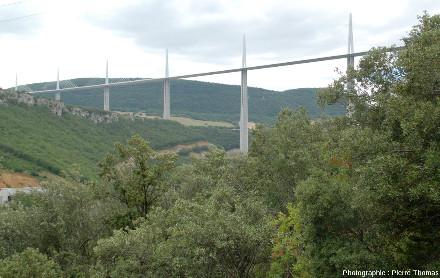 Le viaduc de Millau, au-dessus du Tarn