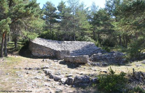Le toit citerne de la Roujarie, sur la commune de Veyreau (Causse Noir, Aveyron)