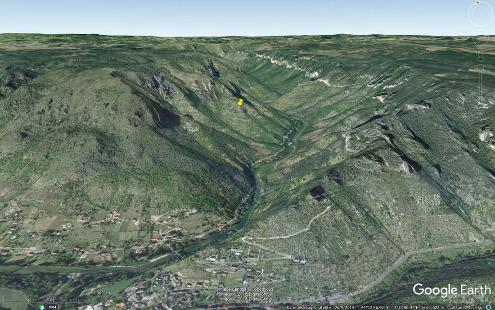 Localisation du hameau d'Églazines (punaise jaune) sur vue aérienne, Mostuéjouls, Aveyron