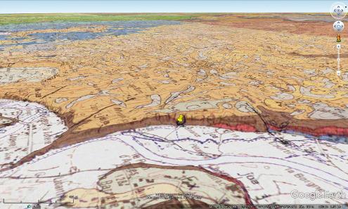 Le Causse de Martel (les 2/3 arrières de la photo) domine la plaine de la Dordogne de plus de 100m