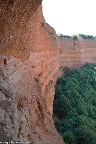Détail des strates miocènes, au débouché de la galerie romaine précédente, Las Médulas