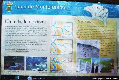 Panneau explicatif situé sur le bord de la route non loin du tunnel de Montefurado (Galice, Nord-Ouest de l'Espagne)