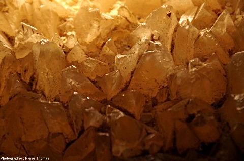 Détail du plancher de cristaux de calcite de la figure précédente,grotte du Grand Roc (Dordogne)