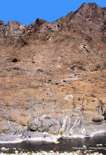 Paroi du wadi Bani Kharus, Oman