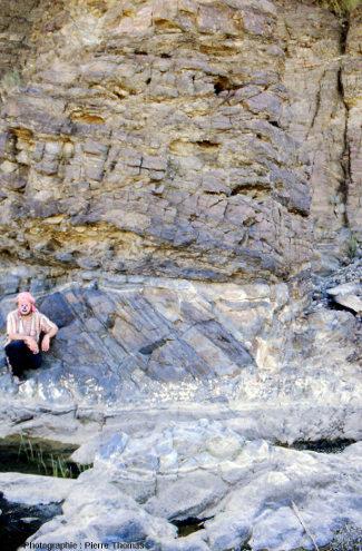 Magnifique discordance dans les gabbros lités du wadi Haymiliyah, Oman
