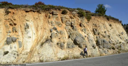 Morphologie en boules des gabbros isotropes de l'ophiolite de Chypre, Chandria