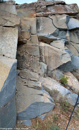 Contact entre deux filons de l'affleurement chypriote précédent dans le cortège filonien ophiolitique