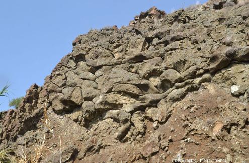 """Boudins"" de basalte de forme plus complexe qu'un simple traversin, Kalo Chorio, ophiolite de Chypre"