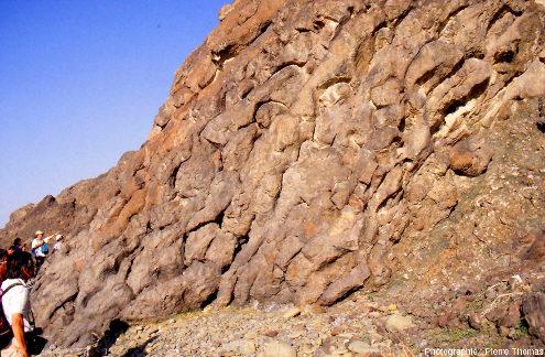 Les pillow lavas de l'affleurement «Geotimes» (Oman), vus de côté
