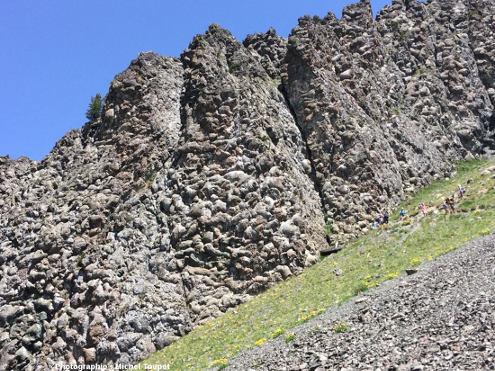 L'affleurement de pillow lavas du Collet Vert (massif du Chenaillet) n'a rien à envier à ceux d'Oman ou de Chypre