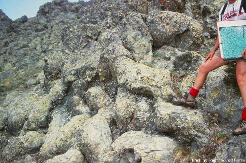 Détail de la morphologie des pillow lavas du massif du Chenaillet, Hautes Alpes