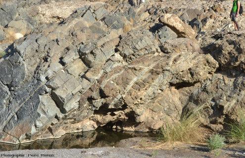 Zoom sur le Moho pétrologique dans la partie amont du wadi Bani Kharus, Oman