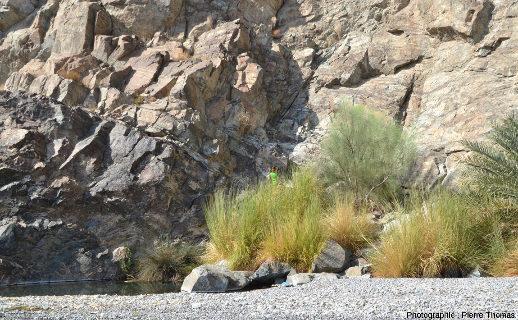 Vue sur le Moho de la partie aval du wadi Bani Kharus, Oman