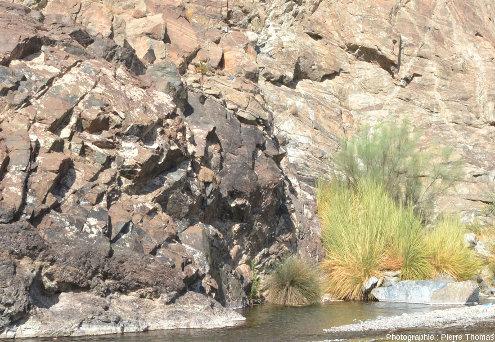 Autre vue sur le Moho de la partie aval du wadi Bani Kharus, Oman
