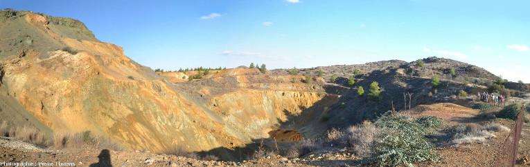 Vue globale d'une ancienne mine de cuivre à ciel ouvert maintenant abandonnée, Chypre