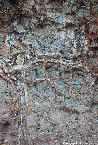 Détail de la paroi montrant des laves en coussins hydrothermalisées, Chypre