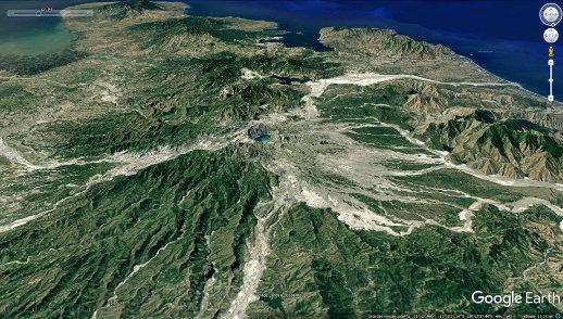 Aspect du Pinatubo (Philippines), même champ et même projection, mais datant de 1994, soit 3 ans après le paroxysme de juin 1991 et 1 an après la fin des éruptions