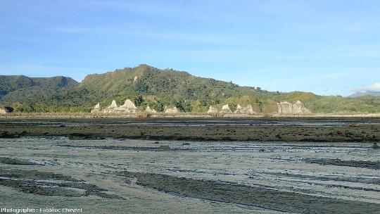 L'aval de la vallée de la rivière O'Donnell (Philippines)