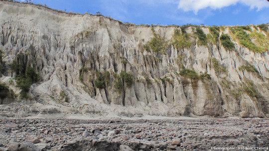 Détail des ciselures sur le flanc de la gorge de la rivière O'Donnel (Philippines)