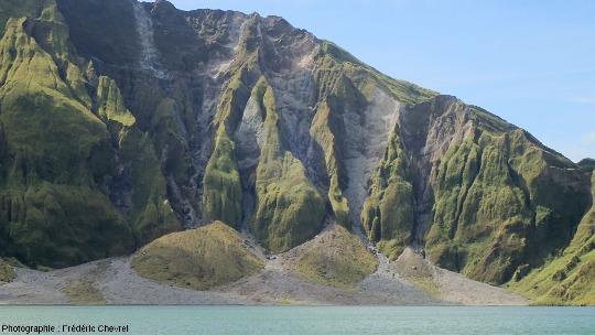 Détail du rempart Sud de la caldeira du Pinatubo (Philippines)