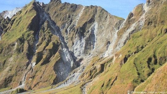 Détail du rempart Ouest de la caldeira du Pinatubo (Philippines)