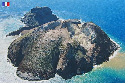 L'ile Matthew et son volcan andésitico-dacitique