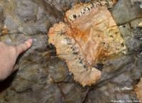 Les pegmatites du Limousin: d'anciens gisements exploités pour l'industrie électrique, les porcelaines et autres céramiques, la verrerie… et des curiosités géologiques