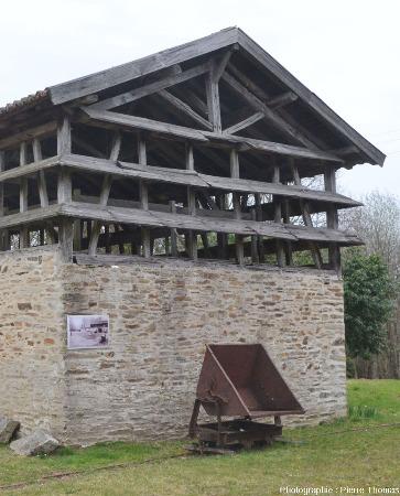 Le séchoir à kaolin, un des bâtiments emblématiques de Marcognac