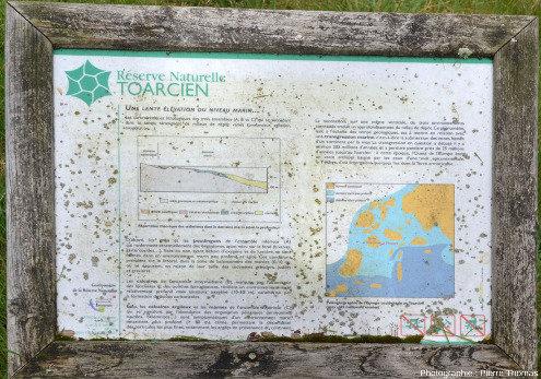 Panneaux explicatifs dans la carrière des Hauts Coteaux