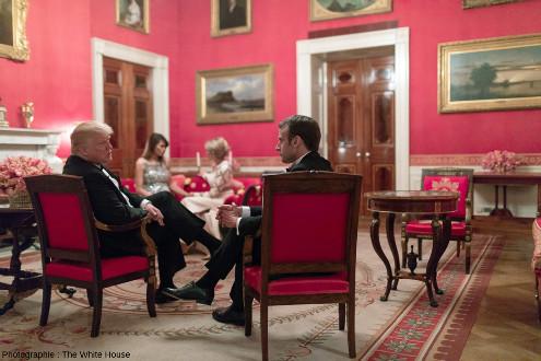 La «Salle Rouge» (Red Room) à la Maison Blanche (Washington), l'un des trois salons du premier étage de la résidence officielle des présidents des USA