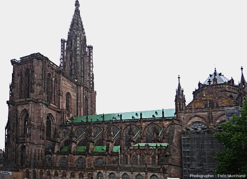 La cathédrale Notre-Dame de Strasbourg, construite en grès d'Alsace, principalement en grès à Voltzia