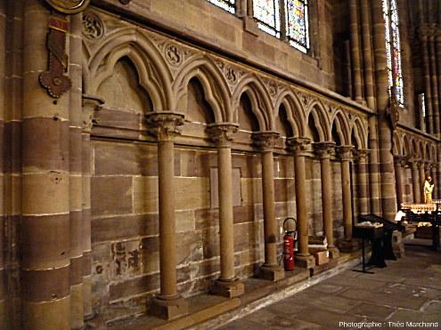 Intérieur de la cathédrale Notre-Dame de Strasbourg, construite en grès à Voltzia