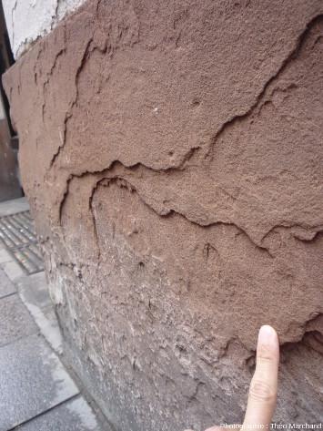 Grès effrité sur un pilier urbain (Strasbourg, 1rue Gutenberg)