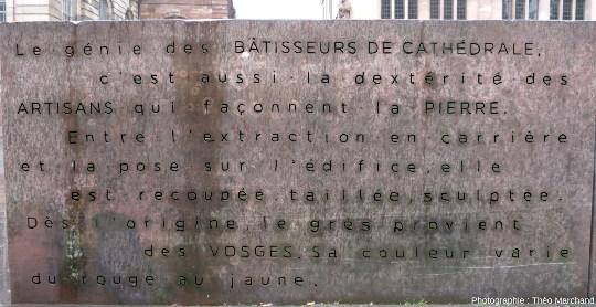 Détail du monument en hommage aux artisans de la pierre, sur la place de la cathédrale de Strasbourg