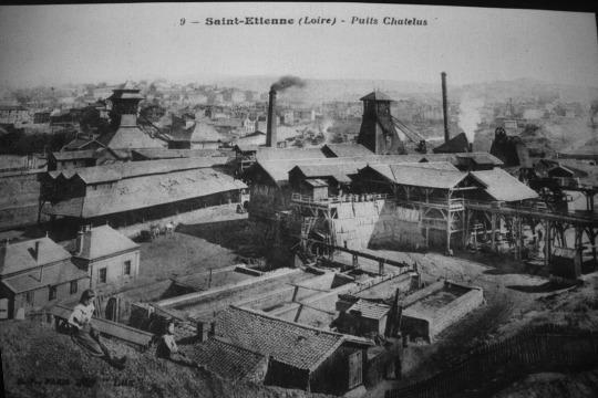 Photo antérieure à 1919 montrant le puits Chatelus, le prédécesseur du puits Couriot