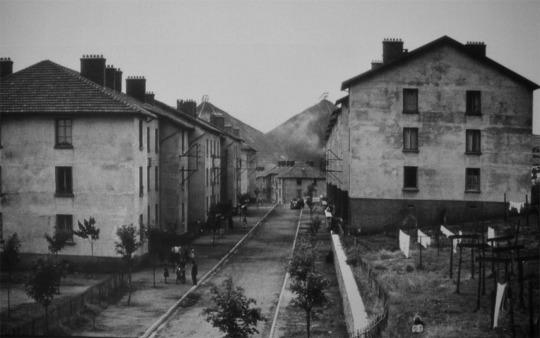 Le quartier du puits Couriot dans les années 1960, avec ses deux crassiers
