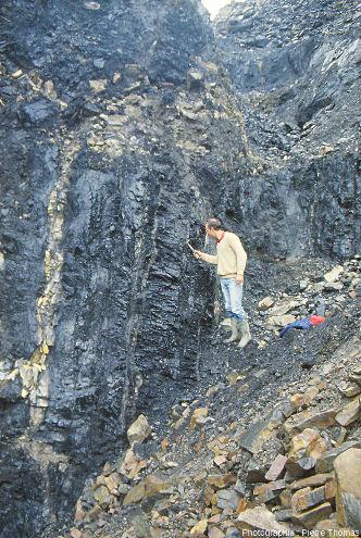 Zone de la découverte où les couches de charbon sont presque verticales, puits Pigeot, Saint-Étienne