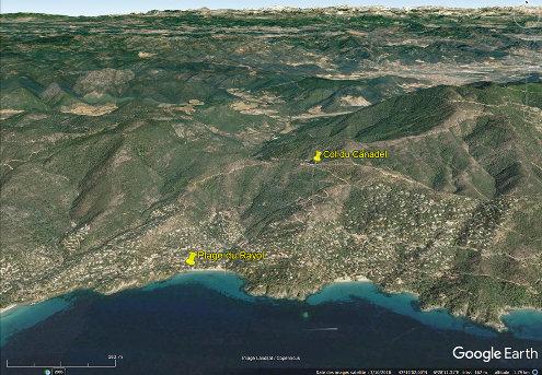 Localisation sur vue aérienne de la plage du Rayol et du col du Canadel sur la côte des Maures, commune de Rayol-Canadel-sur Mer