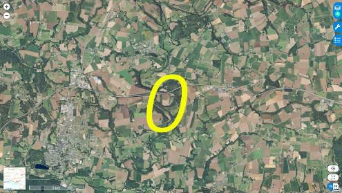 Vue aérienne d'un secteur de la vallée de l'Ével riche en staurotides