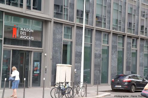 La Maison des Avocats juste à côté du palais de Justice de Lyon, au carrefour de la rue Servient et de la rue de Créqui, Lyon 3e