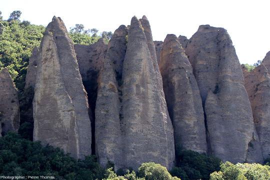 Détail sur quelques pénitents des Mées (Alpes de Haute Provence)
