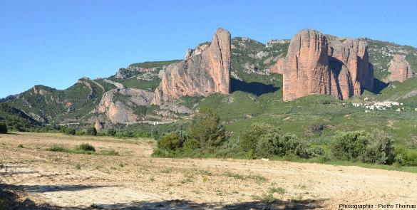 Les Mallos de Riglos, versant Sud des Pyrénées, Aragon, Espagne